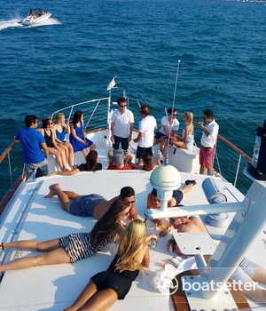 July 4th Chicago private yacht rentals to see the fireworks