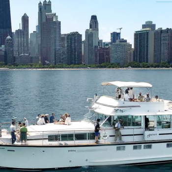 July 4th holiday fireworks private Chicago boat charters and yachts for rent with a captain and crew