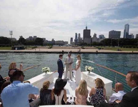 How much does it cost to rent a yacht in Chicago for a party
