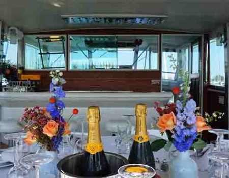 Lake Michigan private dinner cruises for weddings, anniversary dinner party on Lake Michigan in Chicago