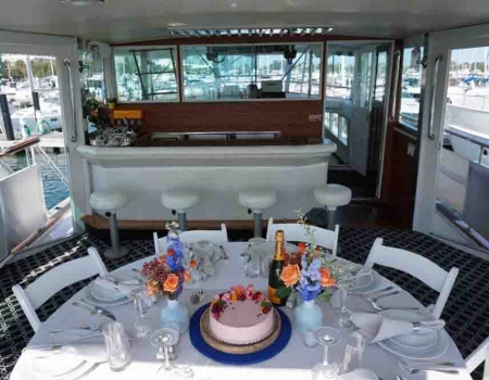 Chicago yacht dinner parties and Chicago dinner cruise boat rentals on the river or lakefront