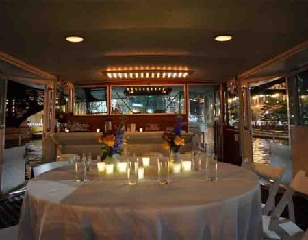 Luxury Chicago mega yacht rentals to have dinner on in Chicago for rent