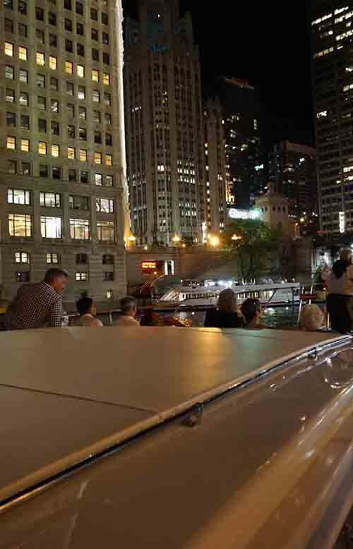 yacht dining on Chicago river