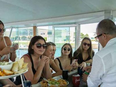 Chicago private yacht rentals first rate first mate services