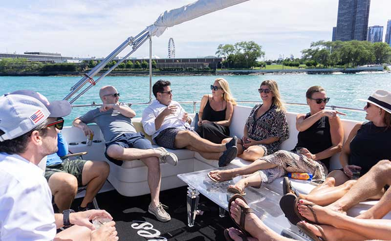 Chicago cocktail booze cruises on Lake Michigan