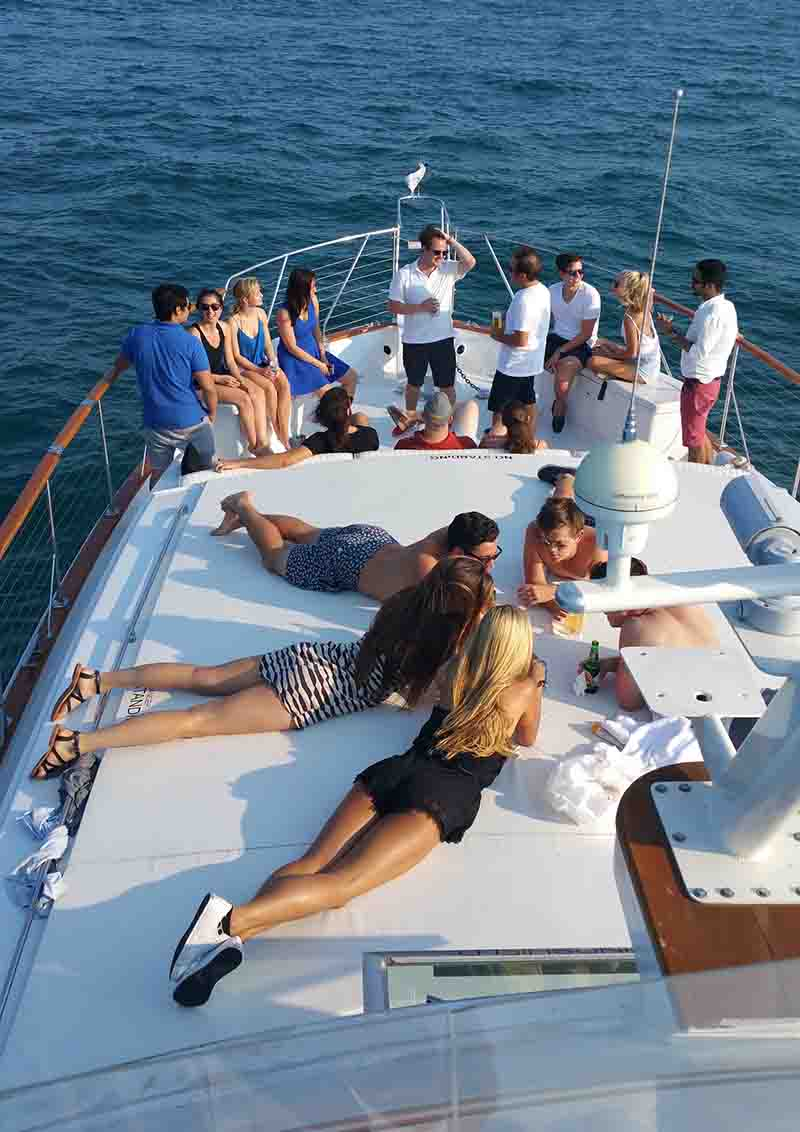 Chicago private yacht rentals best yacht rental in Chicago