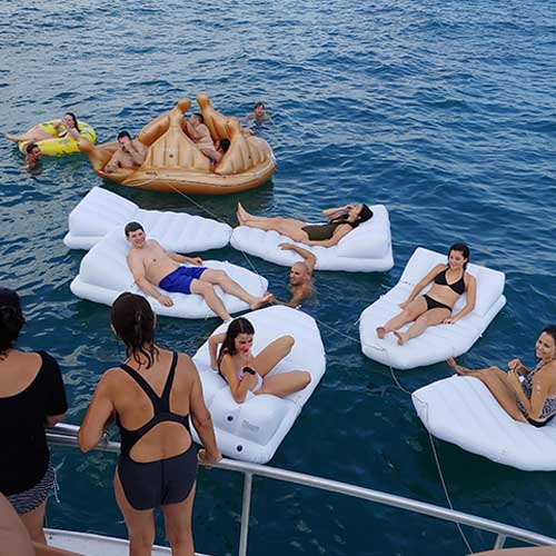 Chicago private yacht rentals for celebrations with family and friends