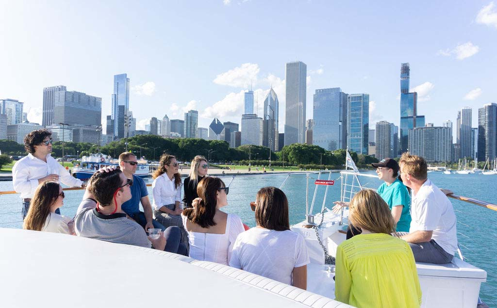 Chicago private yacht rentals shoreline tours