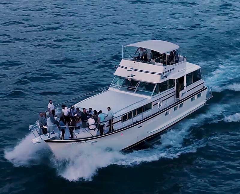 Chicagp private yacht rental for business events