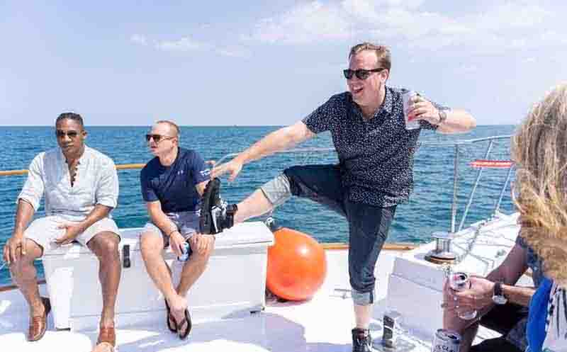 Chicago Party Boat Yachts For Rent on Lake Michigan