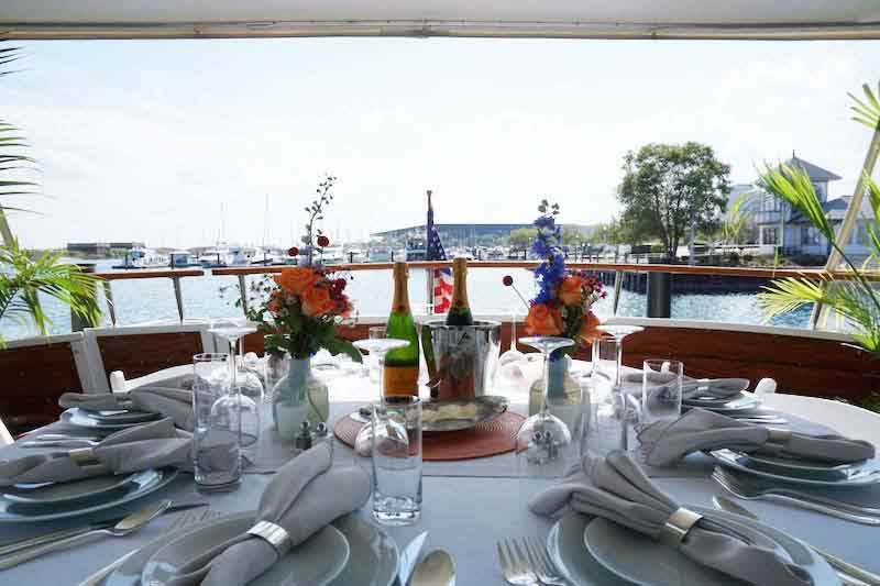 Private Chicago party boat rentals on Lake Michigan